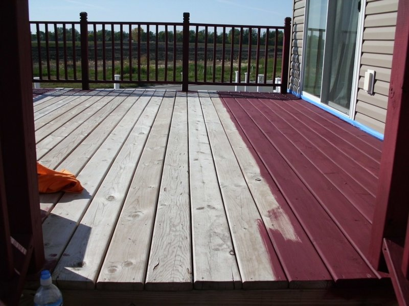 018_Deck_Staining